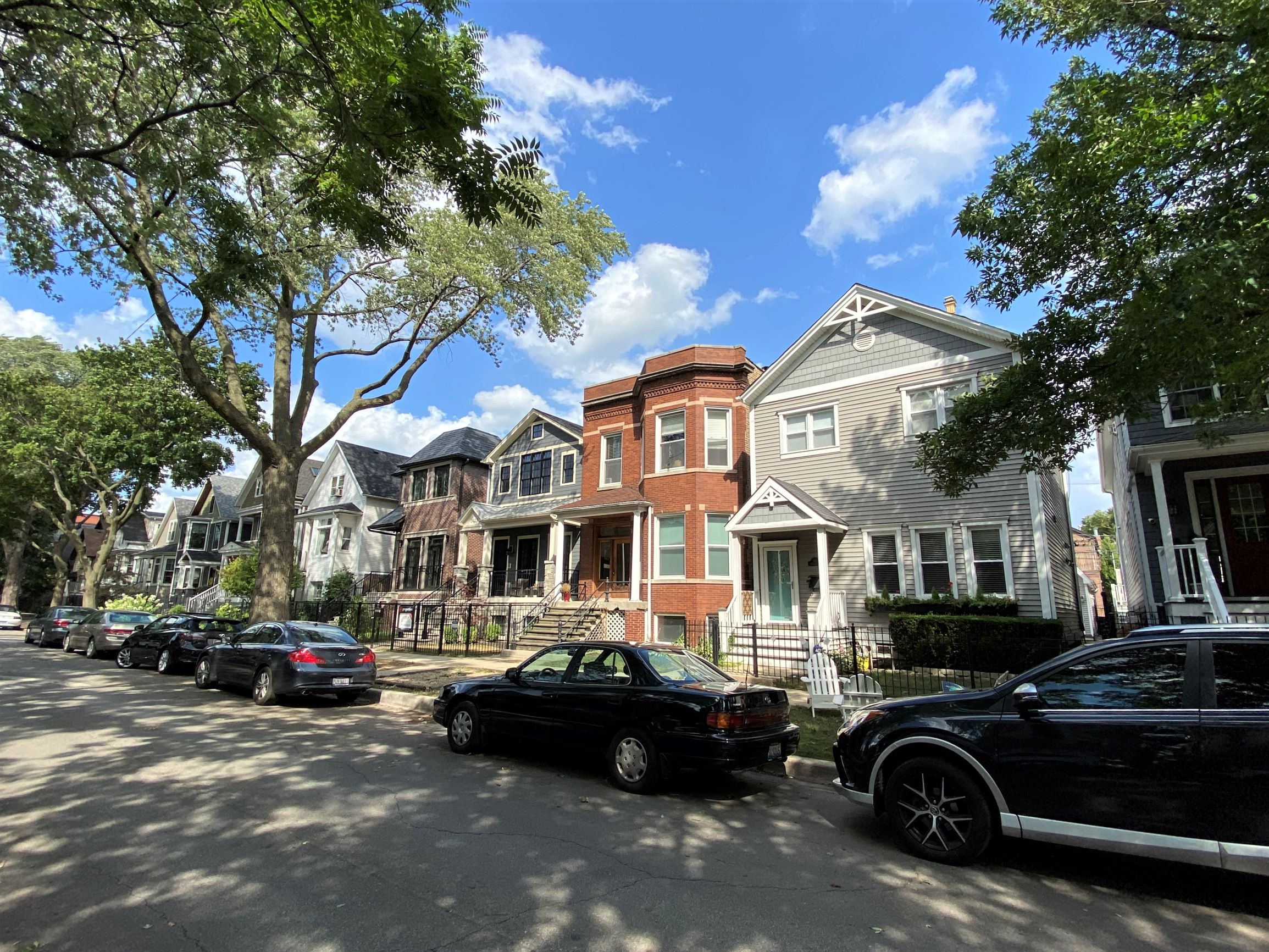 view of homes on a Roscoe Village side street