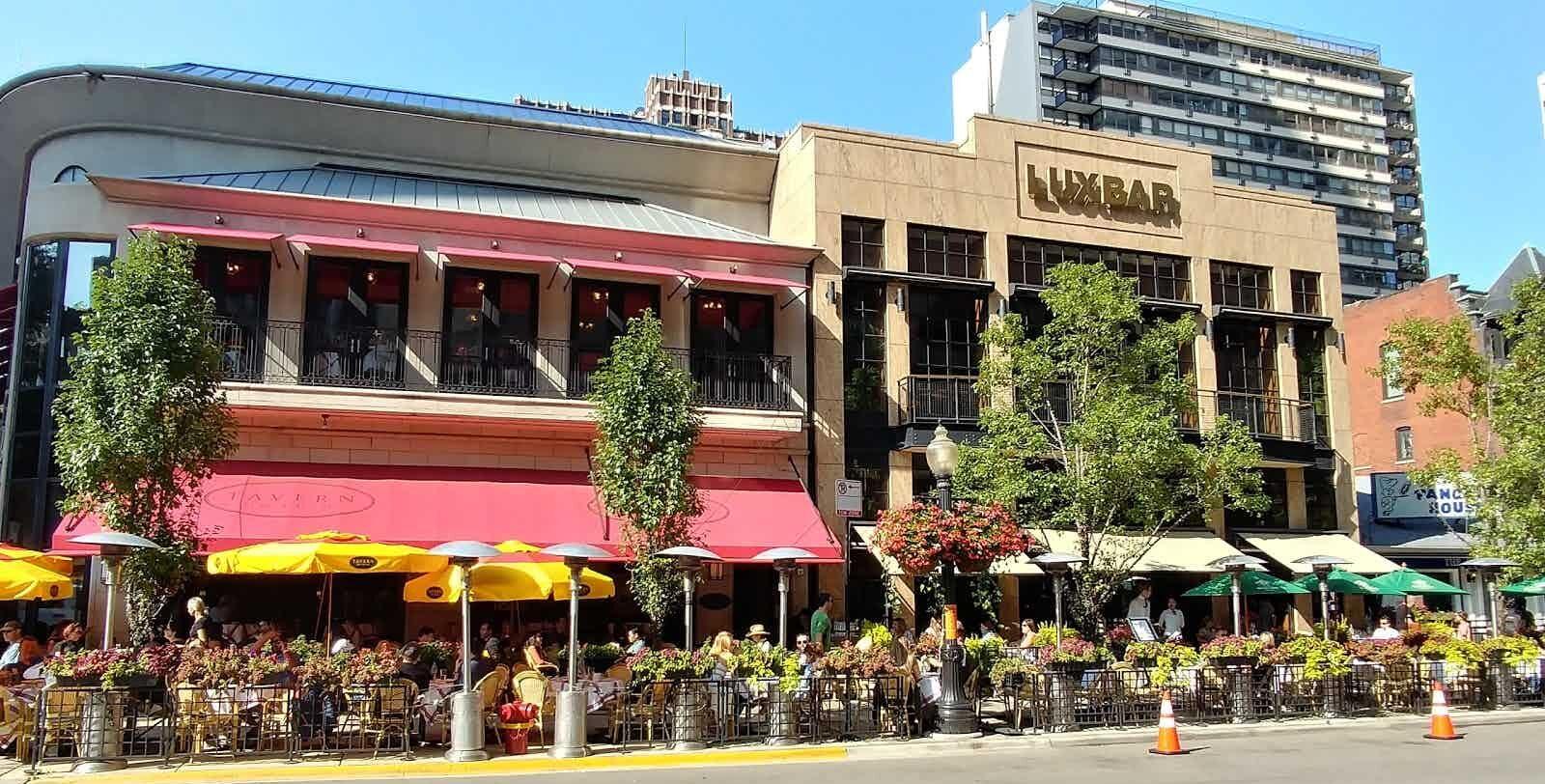summer sidewalk dining outside of LuxBarr